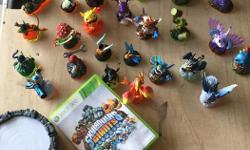 XBOX 360 Skylanders Giants game with portal. 19 Skylanders figurines and 8 Giants with 3 power up figurines. Compatible with XBOX one.