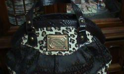 LOOKS VERY MUCH LIKE A NEW PURSE WANT TO SELL ASAP MAKE ME AN OFFER