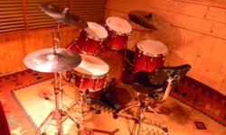 Beautiful 5 piece maple kit. Orange/Red sunburst finish, Absolute Custom - Yamaha's top of the line. In excellent shape. The kit looks and sounds great. Includes Voyageur soft cases. Zildjian ZXT titanium cymbal set - crash, ride and hats with Network