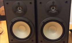 Very nice set of Bookshelf Speakers, Mdl NS-5290, handle 60 Watts, 8 ohms. Grills and boxes are in good condition.