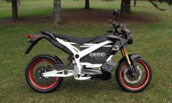 New Zero S, full electric street legal motorcycle, travel up to 80kms per charge, automatic, has a top speed of 110km, Imagine instant torque and power from a standstill. Imagine smooth acceleration as you throttle out of turns. Then, imagine never